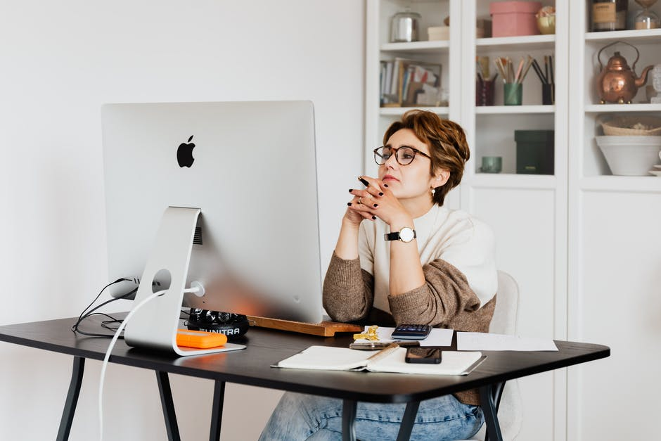 woman creating a welcome series email sitting at her desk